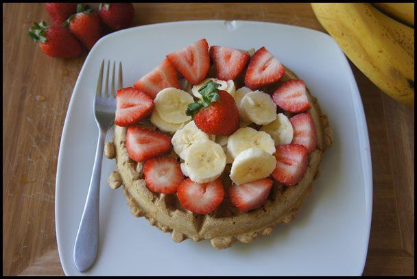 waffle-com-banana-e-morango