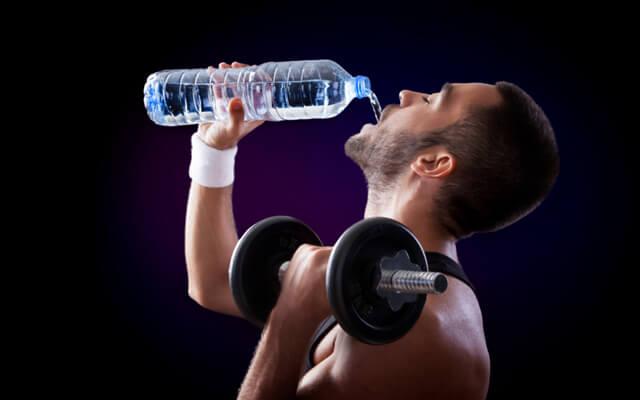 Quantos litros de água por dia devemos beber
